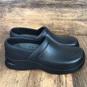 Klogs Black Leather Slip Resistant Shoes Size 8